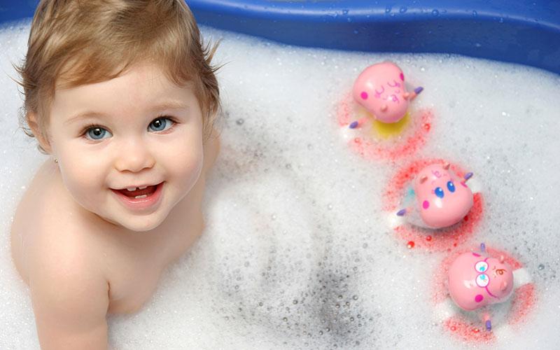 Boldog babafürdetés – fontos a megfelelő fürdetők, samponok körültekintő kiválasztása